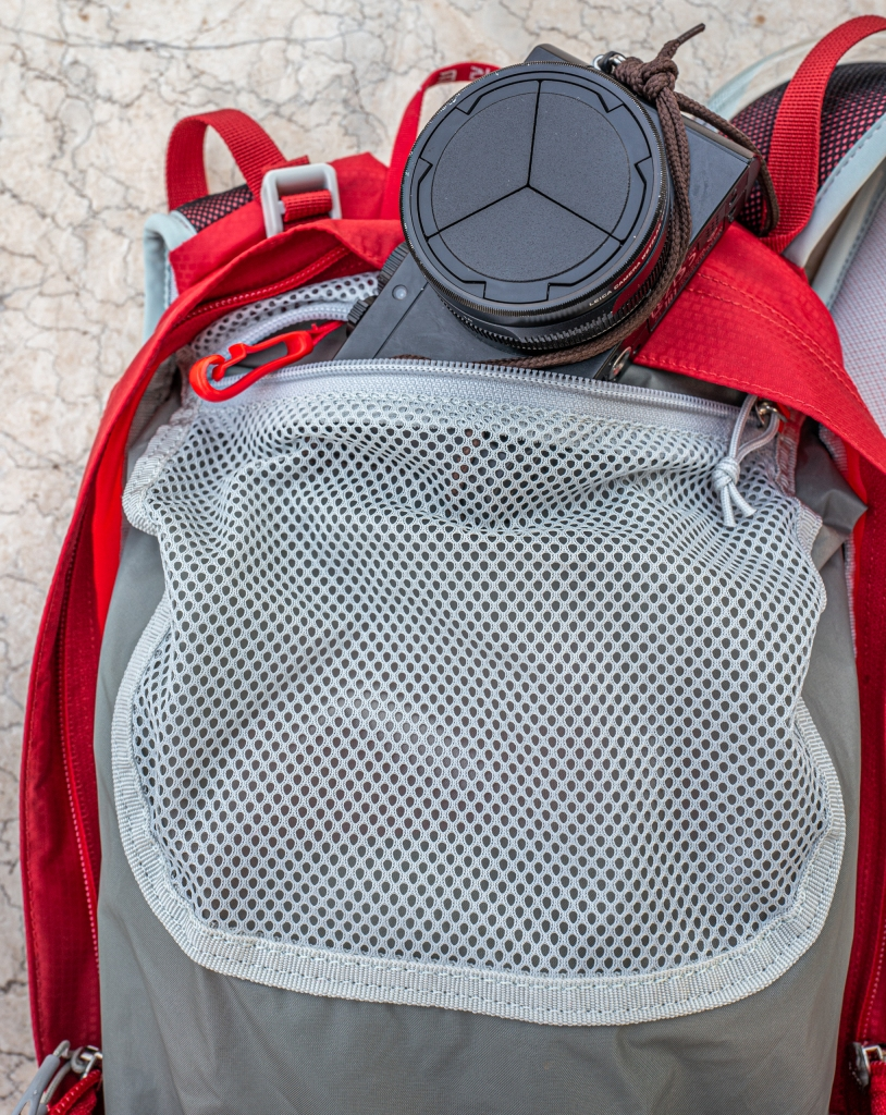 Internal mesh organiser pocket with keyring clasp and Leica Typ 109 camera.